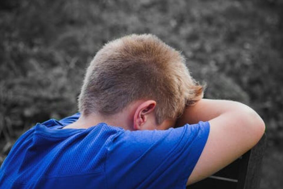 北京心理咨询—青少年教育问题:太懂事的孩子,只是将自己的委屈偷偷藏下